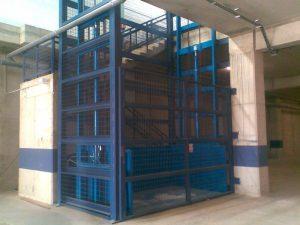 Instalación de montacargas en Sevilla-instalacion montacargas01 300x225