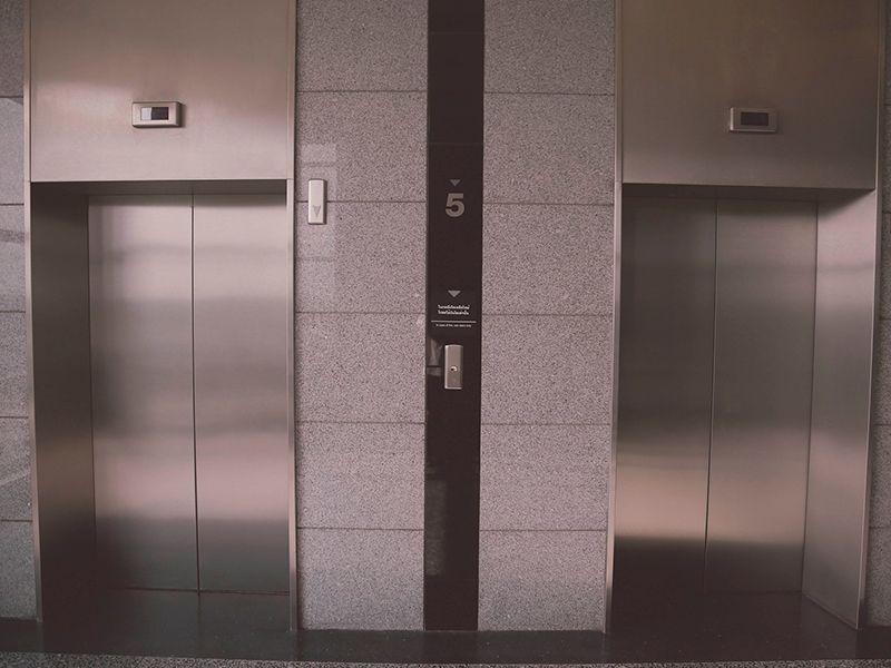 Se-me-han-caido-las-llaves-por-el-hueco-del-ascensor Se me han caído las llaves por el hueco del ascensor ¿Cómo puedo recuperarlas?